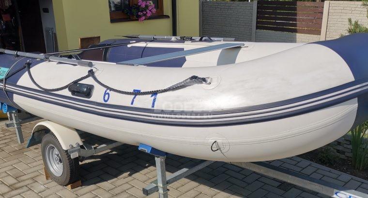 Nafukovací motorový člun