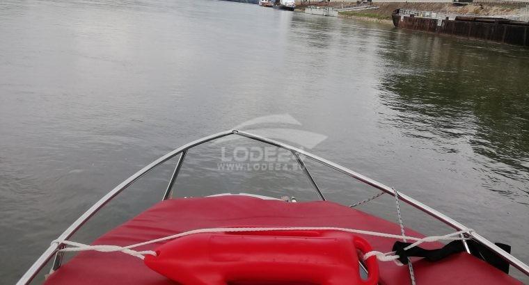 predám kajutový motorový čln