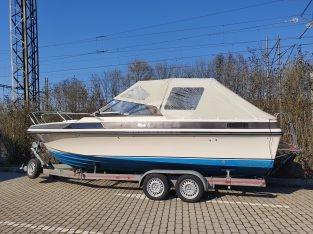 kajutový motorový člun Windy